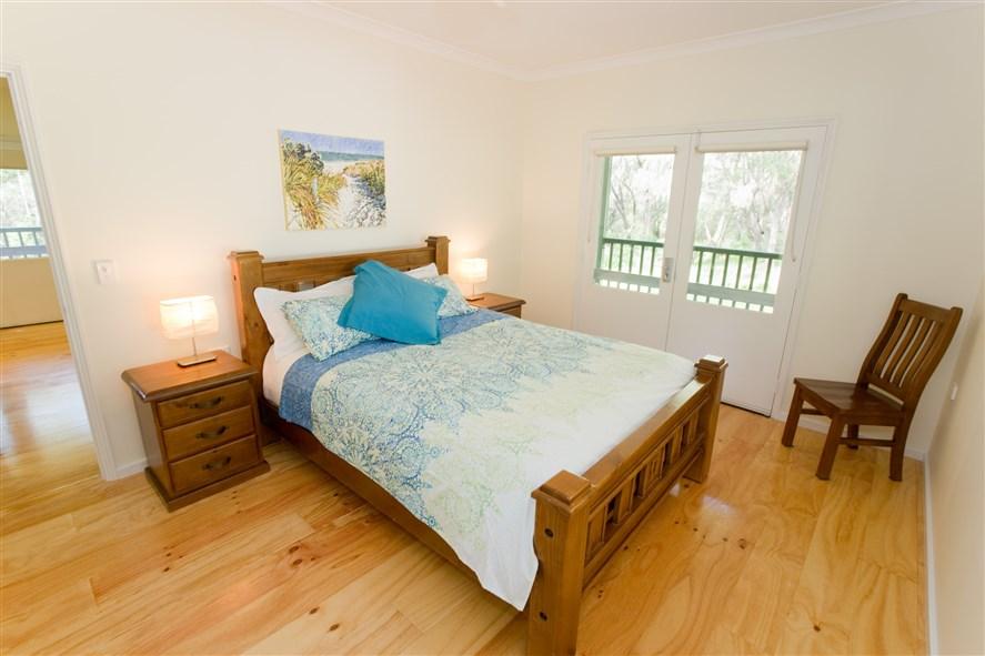 SeaBreezeChalets West Ground master bedroom
