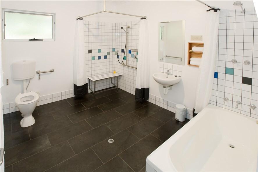 SeaBreezeChalets West bathroom (2)