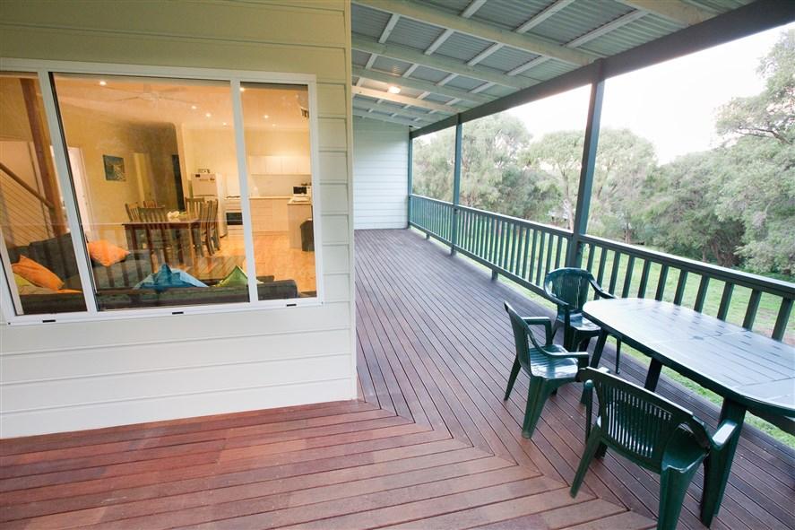 SeaBreezeChalets West verandah (2)